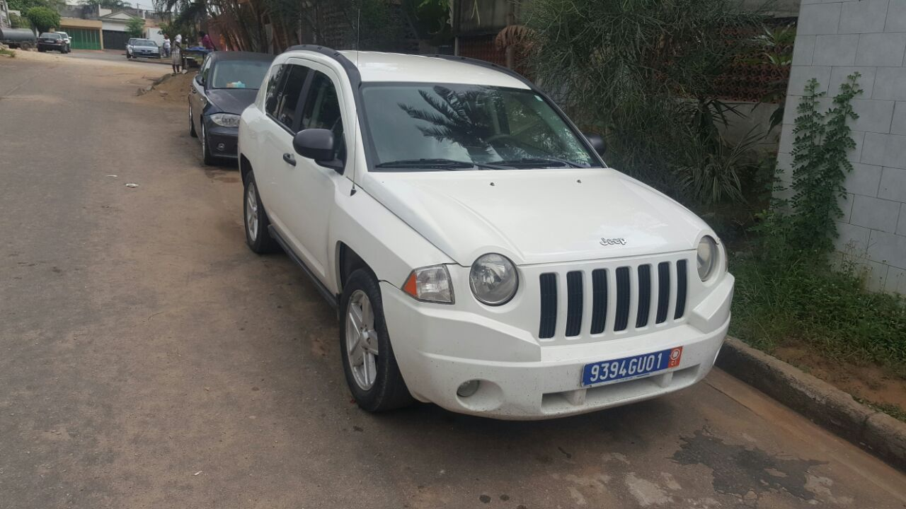 jeep compass automatique essence 4cyl 98000 km a vendre co t 5 000 000 fcfa ttc. Black Bedroom Furniture Sets. Home Design Ideas