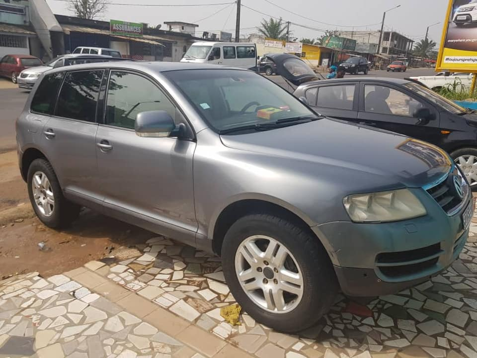 volkswagen touareg americaine 100000 km a vendre co t 4 700 000 fcfa ttc. Black Bedroom Furniture Sets. Home Design Ideas