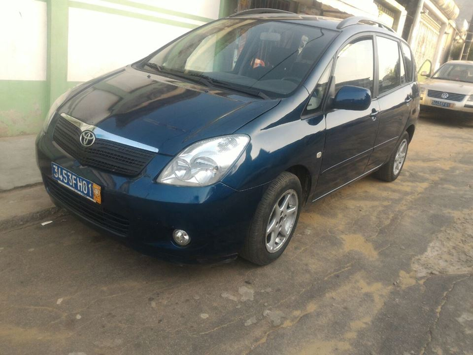 toyota verso japonaise 230000 km a vendre co t 2 650 000 fcfa ttc. Black Bedroom Furniture Sets. Home Design Ideas