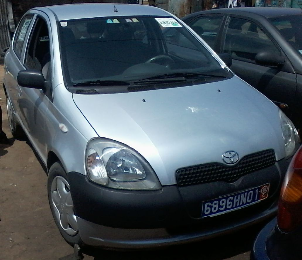 toyota yaris phase 1 198000 km a vendre co t 2 900 000 fcfa ttc. Black Bedroom Furniture Sets. Home Design Ideas