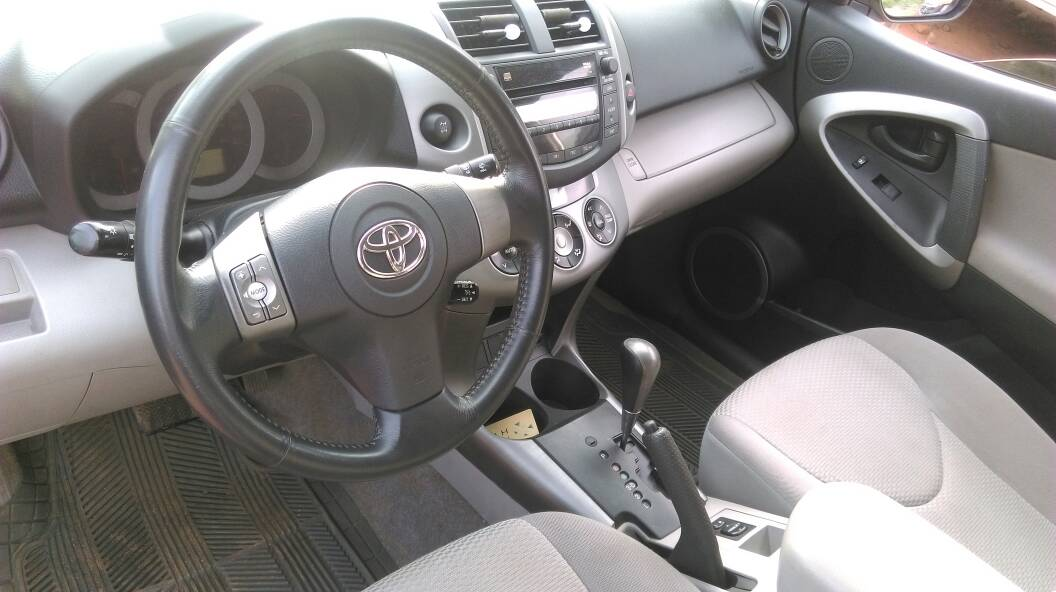 toyota rav 4 boite auto 91000 km a vendre co t 9 400 000 fcfa ttc. Black Bedroom Furniture Sets. Home Design Ideas