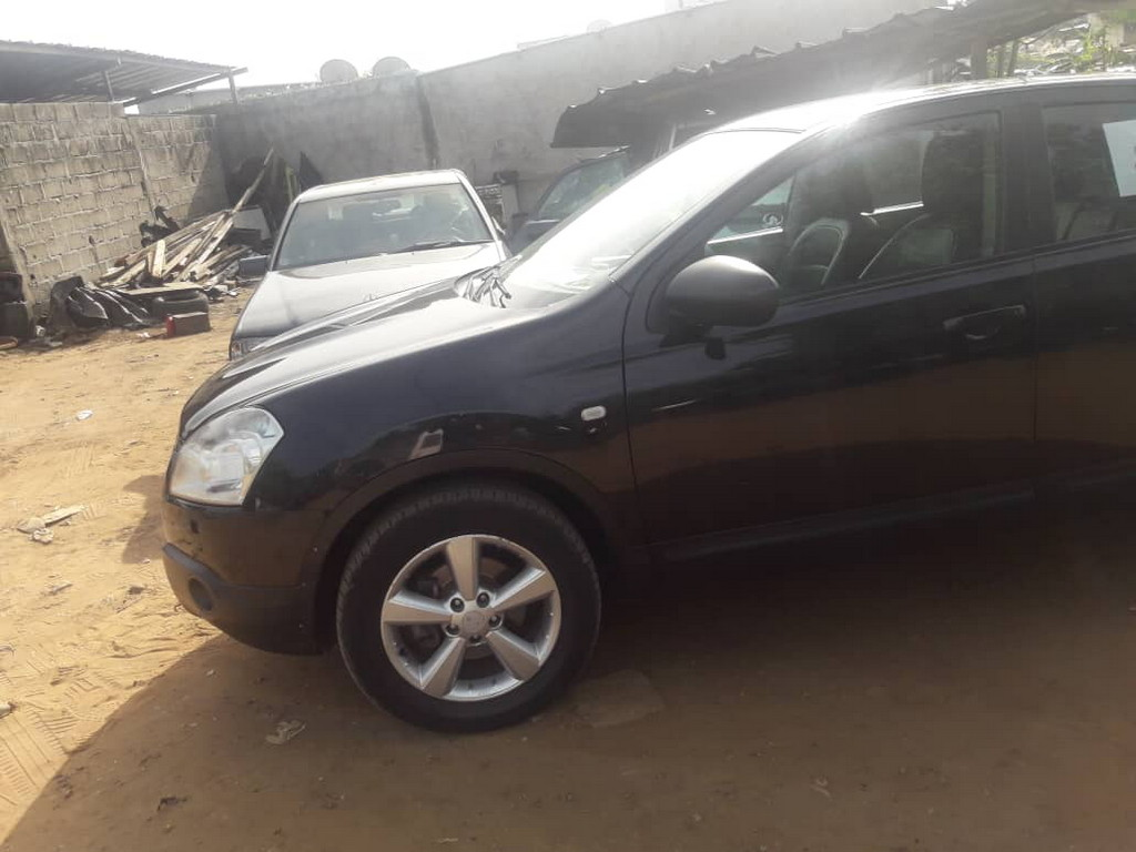 nissan qashqai v hicule bien entretenu 118000 km a vendre co t 6 500 000 fcfa ttc. Black Bedroom Furniture Sets. Home Design Ideas