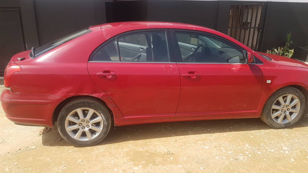 toyota avensis v hicule super propre 154000 km a vendre co t 3 400 000 fcfa ttc. Black Bedroom Furniture Sets. Home Design Ideas